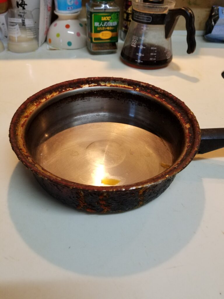 油まみれのステンレス鍋 内側