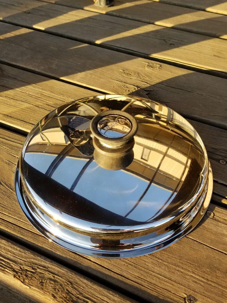 磨き上げられたステンレス鍋 蓋